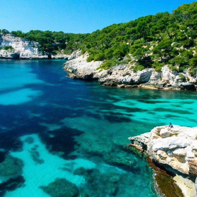 Klares Wasser auf Menorca Spanien